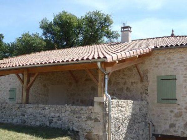 Utilisation des matériaux anciens pour la création d'un terrasse couverture