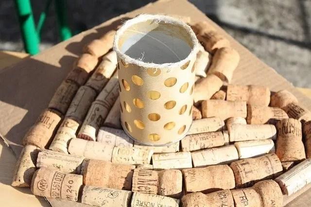 I turaccioli di sughero sono una fonte preziosa di materiale utile per i lavoretti dei nostri bambini.il sughero è un materiale caldo al tatto. Regali Di Natale Con Tappi Di Sughero Da Far Realizzare Ai Bimbi
