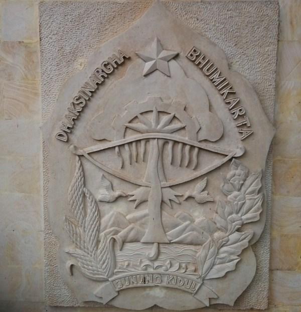 ukiran motif simbol logo