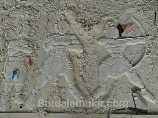ukiran relief batu putih motif pandawa lima