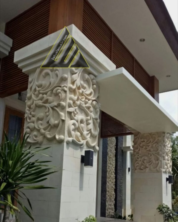 Ukiran relief pilar rumah