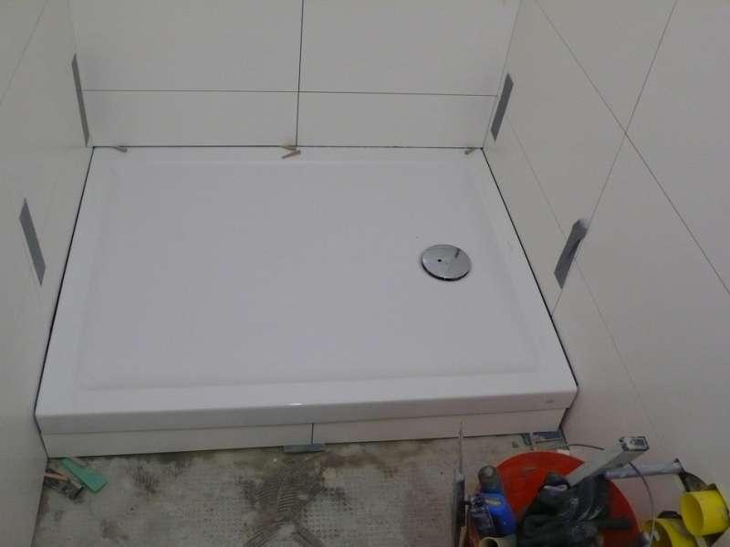 BAUDE  Forum  Sanitr Bad Dusche WC  12098 Detail Anschluss DuschwanneFliesen