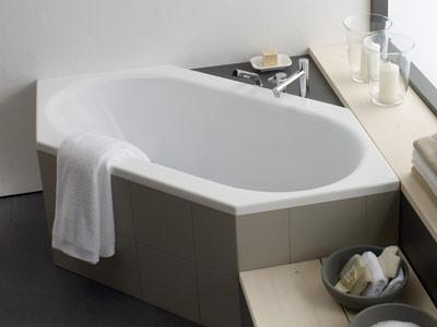 LaufenWannen fr individuelle Badezimmer  Eckbadewannen Einbaubadewannen und Raumsparbadewannen