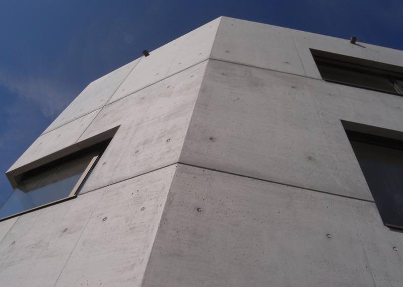 Mehrwinkliges Sichtbetonwohnhaus  Schaltafeln  Schalplatten als Sichtbetonschalung