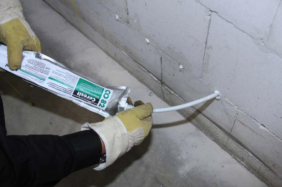 Ceresit-Silaninjektion Sperrt Aufsteigende Feuchtigkeit Im Mauerwerk