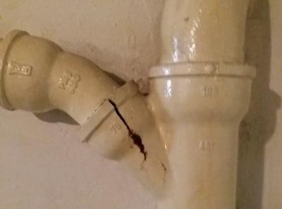Bauschaden Abwasser undicht - Schimmel im ganzen Haus Schimmelgutachten Schimmelgutachter