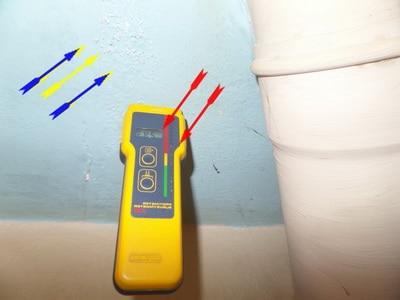 Ursache vom Schimmel in der Ecke oben ist meist ein unbemerkter Wasserschaden im Bereich des alten WC