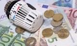 Thermostat eines Heizkörpers auf Euro-Geldscheinen