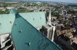 Dach und Schornstein mit Eindeckung aus Kupfer