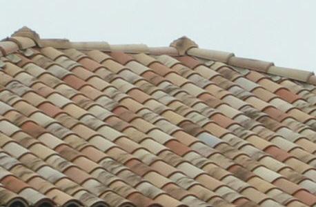 Mediterrane Dachziegel aus Keramik Terrakotta
