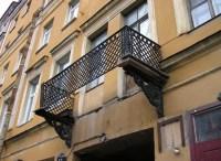 Balkon mit Geländer ohne Boden