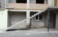 Filigrane Treppe dünn und lang