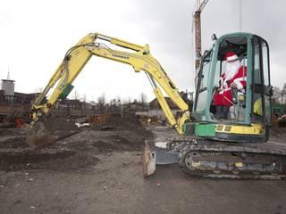 Weihnachtsmann im Bagger