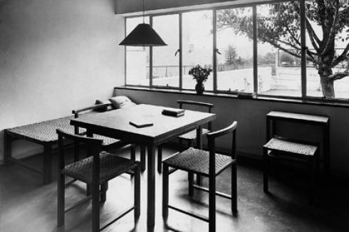 einrichtung eines wohnraums mit mobeln von kramer im haus von j j p oud in der stuttgarter weissenhof siedlung 1927 foto kramer archiv frankfurt am main