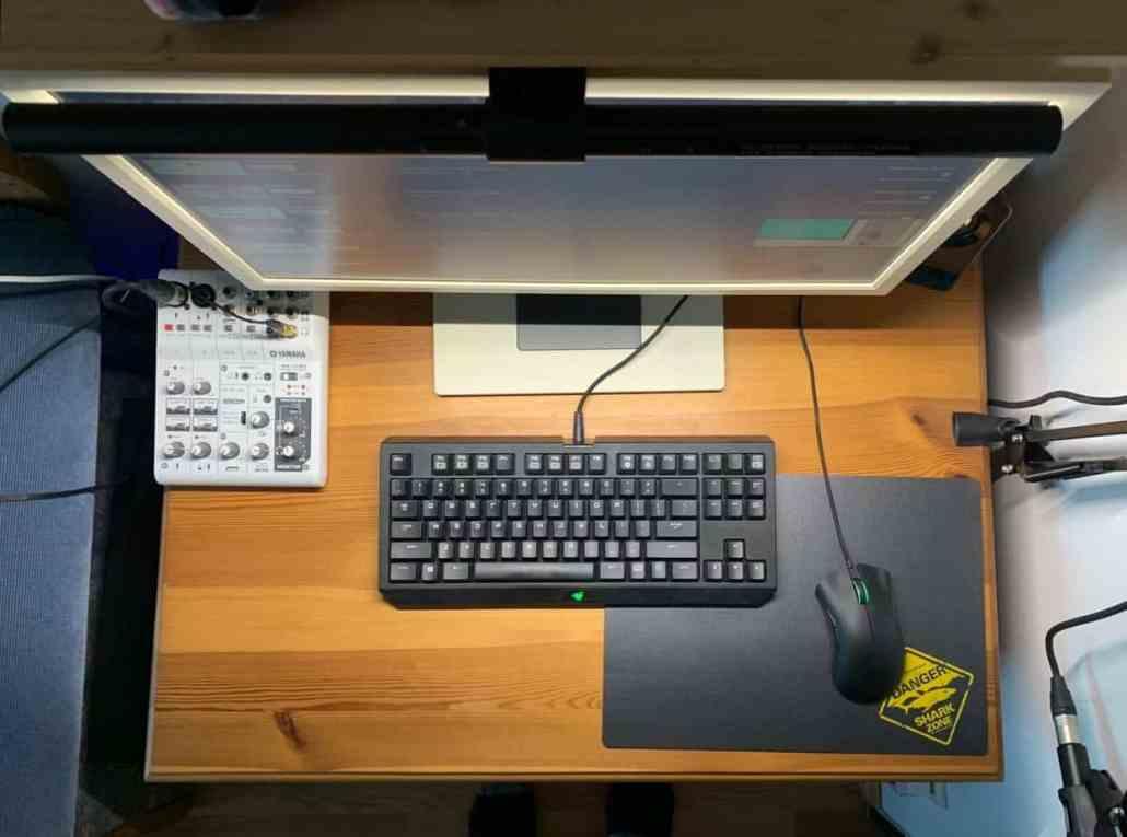 Blick auf Schreibtisch