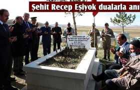 Bayburt'ta Şehit Recep Eşiyok Mezarı Başında Dualarla Anıldı