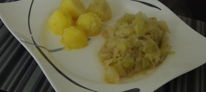 Schmorkohl mit Salzkartoffeln