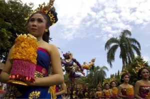 Balinesischen Frauen in traditionellen Outfits Foto-Quelle: Jakarta Post