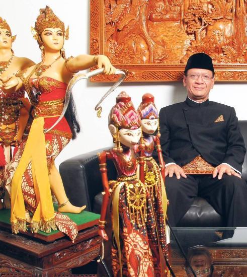 Indonesien ist nicht nur Bali. Eddy Pratomo, Botschafter des südostasiatischen Inselreichs, will beim Festival die Vielfalt seines Landes zeigen. - Foto: Kitty Kleist-Heinrich Foto-Quelle: tagesspiegel.de