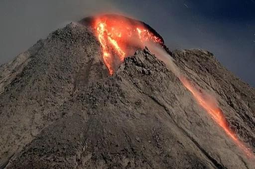 Eruption: Mt. Merapi im Jahr 2006 Fotoquelle: Jakarta Post