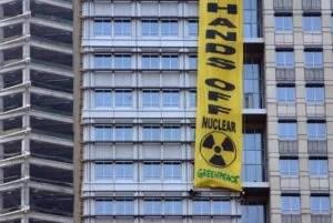 """Greenpeace-Protest vor der Medco-Zentrale in Jakarta (2007): """"Vielleicht sollten wir noch ein oder zwei Generationen warten"""" Foto: Reuters Fotoquelle: spiegel.de"""