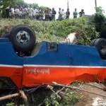 In Bogor stürzte ein Minibus 20m in die Tiefe Foto: (Antara / Jafkhairi) Fotoquelle: Jakarta Post