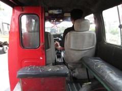 So sehen die Minibusse innen meistens aus, nich besonders einladendSo sehen die Minibusse innen meistens aus, nich besonders einladend