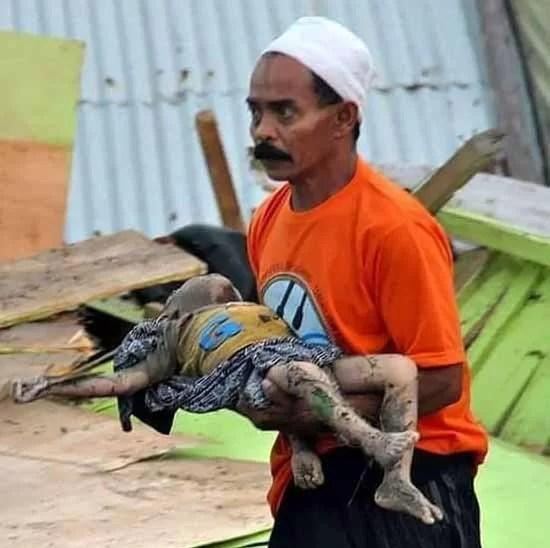 1.203 Tote nach Tsunami Foto Facebook
