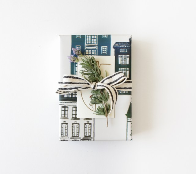 gift wrapping with plants