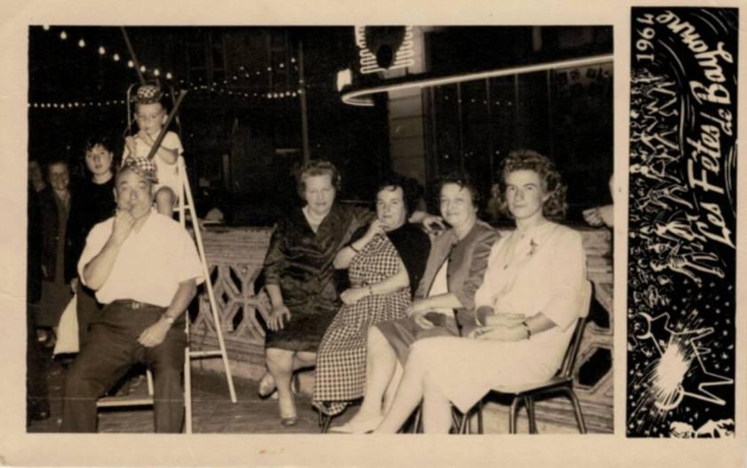 Votre serviteur en famille (sur l'escabeau) lors des Fêtes 1964
