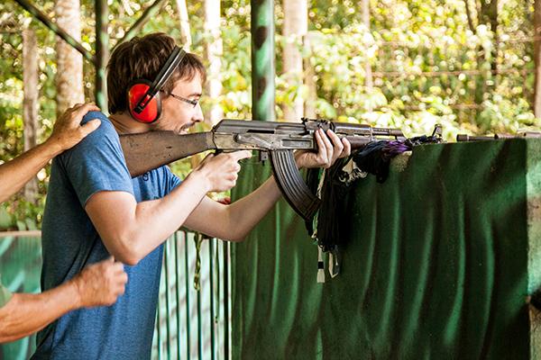 aquí mi fusil, aquí mi pistola...