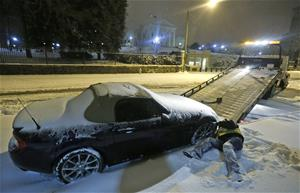 Millions hunker down in America as blizzard shakes up East Coast