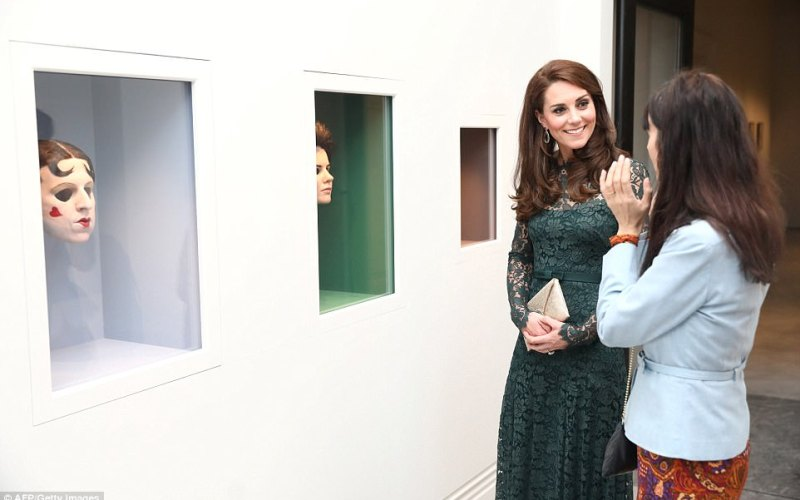 PHOTOS:   Kate Middleton shines in Green at Art Gallery opening