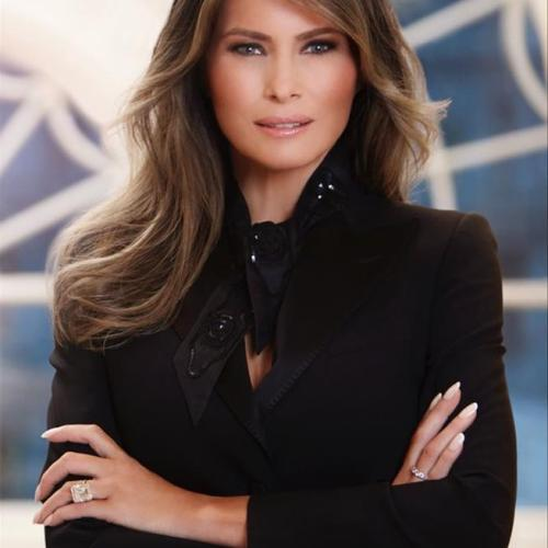 Melania Trump 's official portrait is here