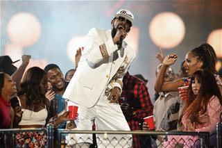 Shocking Buzzfeed report paints R. Kelly as a complete monster