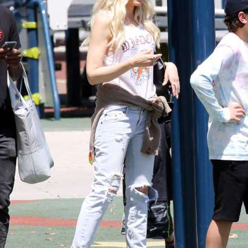 Gwen Stefani shows off fab hair and off-duty star look  on family day outing