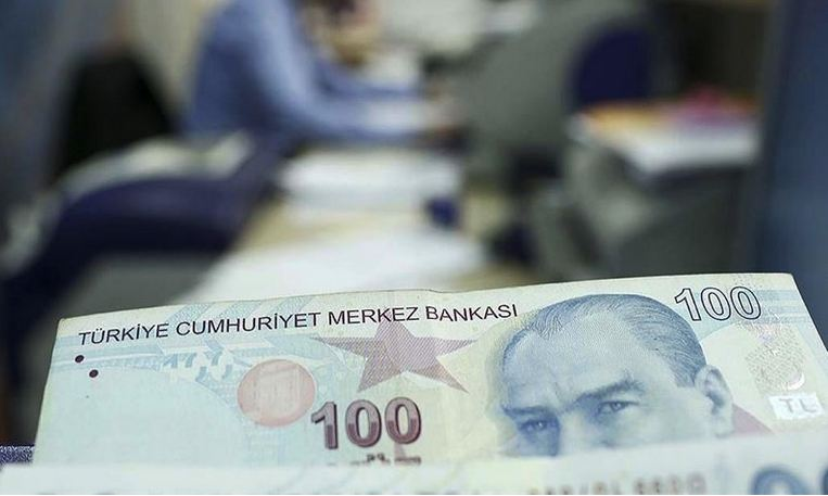 Turkish economy narrows 9.9% in Q2 1
