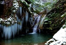 Turkey: Snow-covered waterfalls draw visitors in winter 11