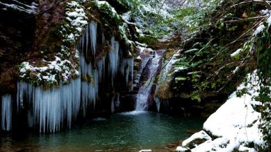 Turkey: Snow-covered waterfalls draw visitors in winter 25