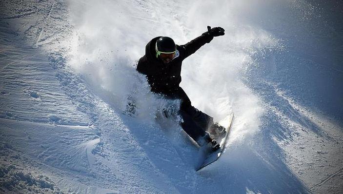 Crystal snow in Turkey's Cibiltepe allures visitors 1
