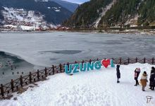 Turkey: Natural beauty of frozen lake delights visitors 2