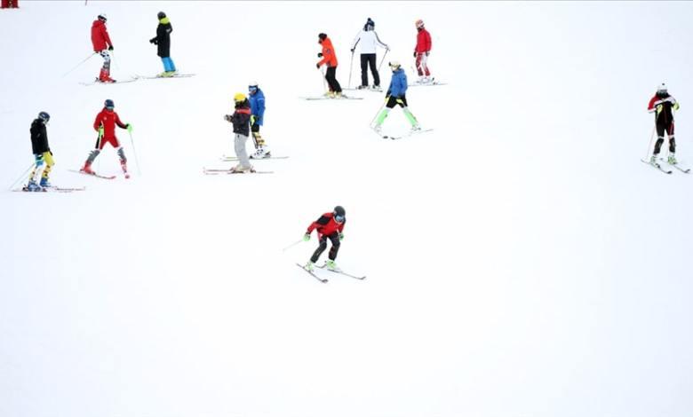 Domestic and foreign tourists visiting Palandoken, Uludag & Cibiltepe ski resorts despite the virus 1