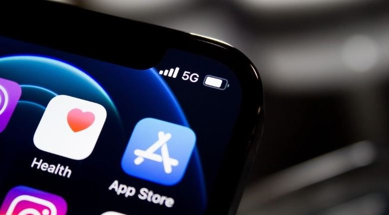 App spending surged 40% year-over-year to a record high of $32 billion in Q1 1