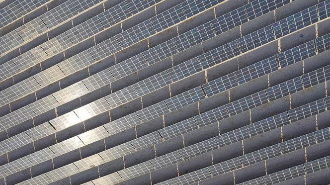Oil-rich Saudi Arabia branches into solar power 1