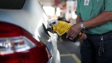 Oil dips, little changed on week despite weaker demand forecasts 4