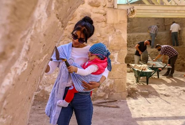 Archaeologist couple's baby witnesses excavation at historical castle 1