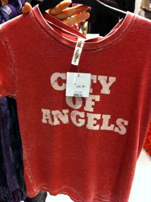 T-shirt feminina por 102 reais: preço de Calvin Klein!