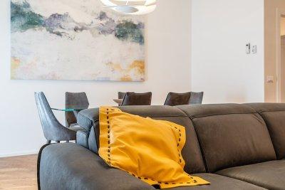 soggiorno - particolare divano e sedie