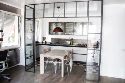 ristrutturazione appartamento gimmi - salotto con cucina a vista