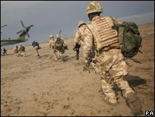 Soldados britânicos em operação no sul do Iraque (AP)